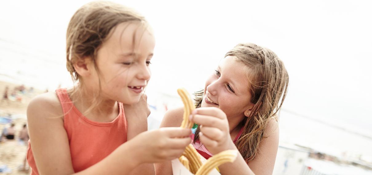 Enfants qui mangent des churros