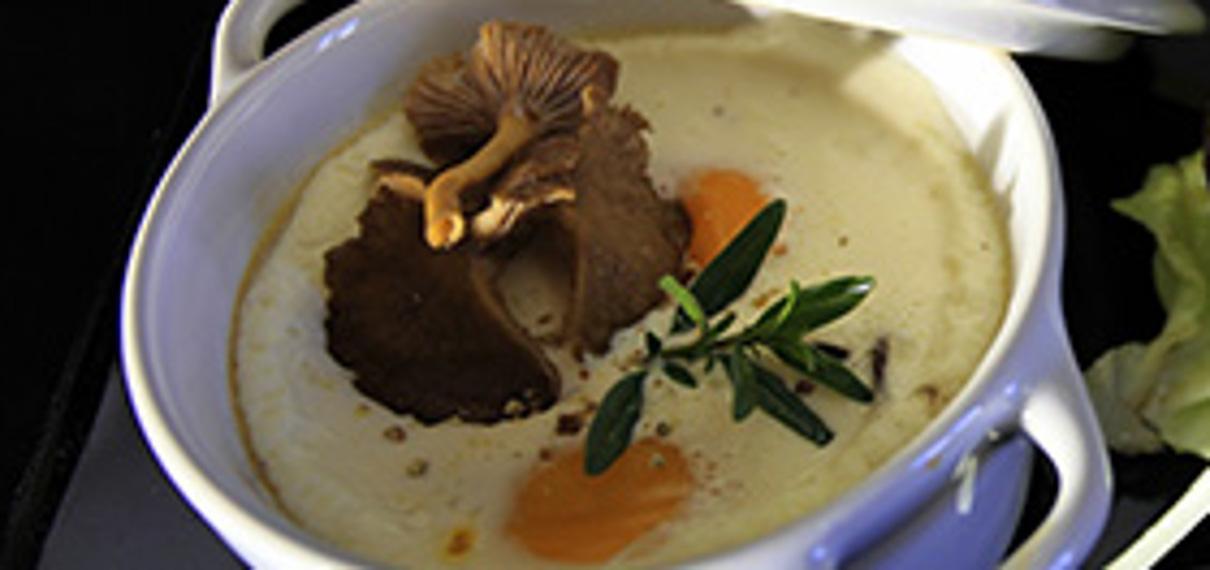 Les œufs cocotte aux chanterelles et foie gras