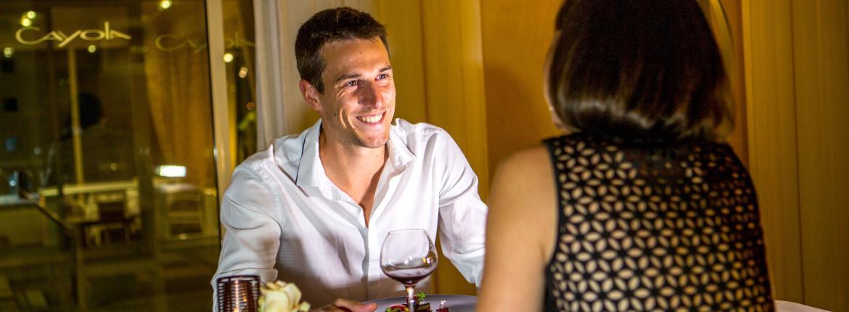Couple au restaurant Cayola
