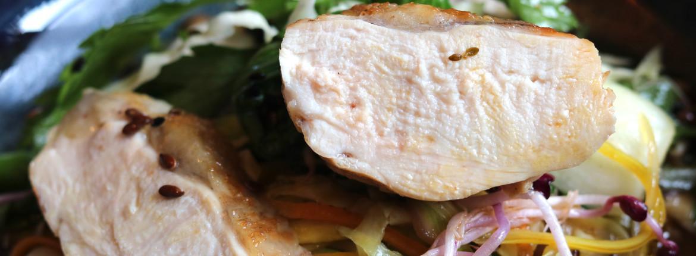 Poulet noir bio et Saint Jacques au bouillon de shiitake et légumes d'hiver