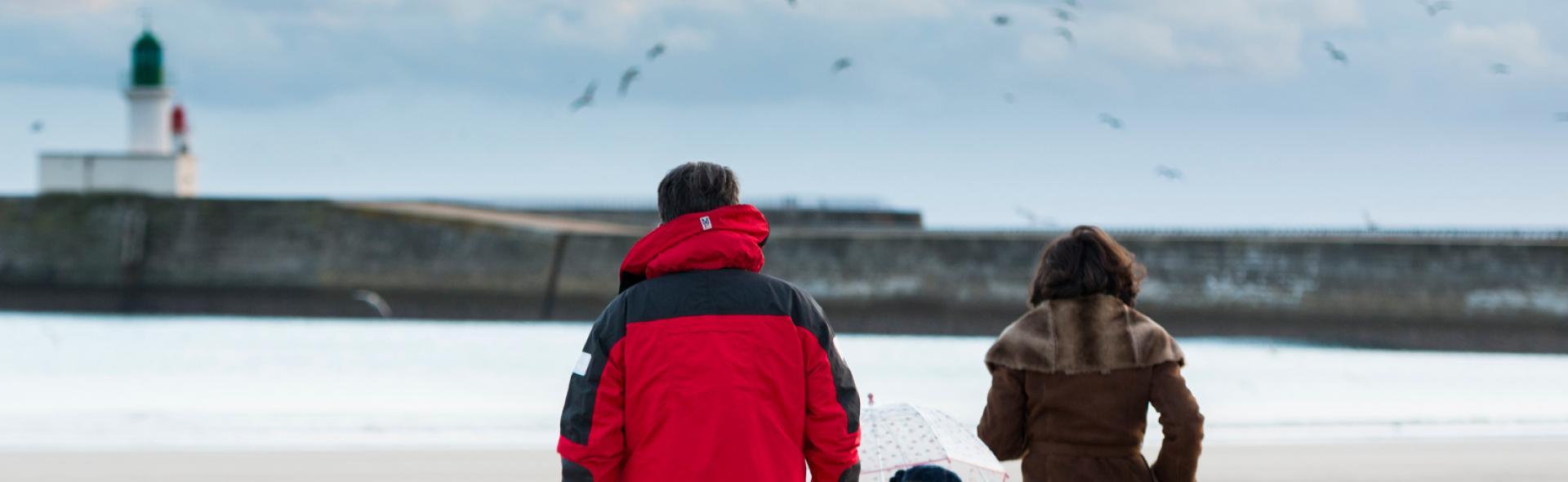 Promenade sur la plage des Sables d'Olonne en hiver
