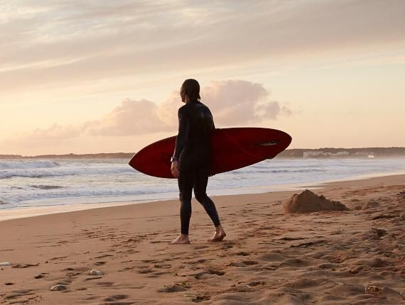Surfeur plage Vendée