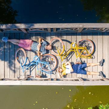 Vélo sur un pont à Tiffauges